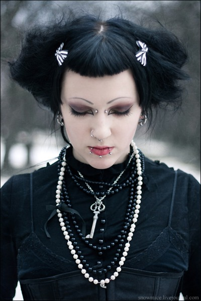Pleasant Your Guide To The Modern Gothic Hairstyle Gothicdecor Net Natural Hairstyles Runnerswayorg
